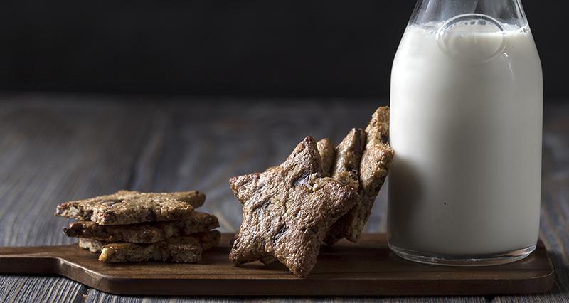 Oatmeal and tahini cookies by the Greek chef Akis Petretzikis