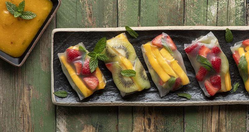 Rice paper rolls με φρούτα από τον Άκη Πετρετζίκη
