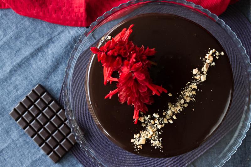 Τούρτα σοκολάτας με επικάλυψη πραλίνας φουντουκιού