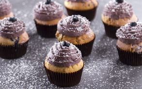Recipe thumb akis petretzikis blueberry cupcakes site