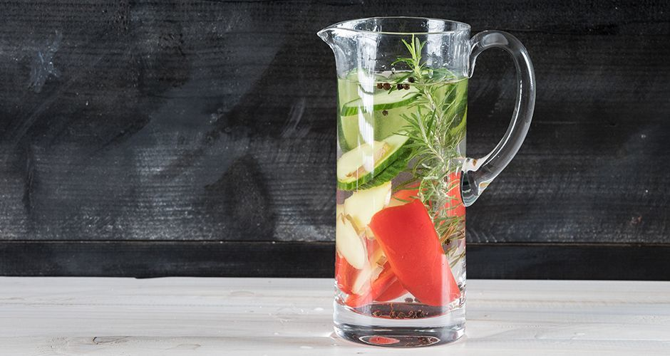 Cucumber and red pepper infused water