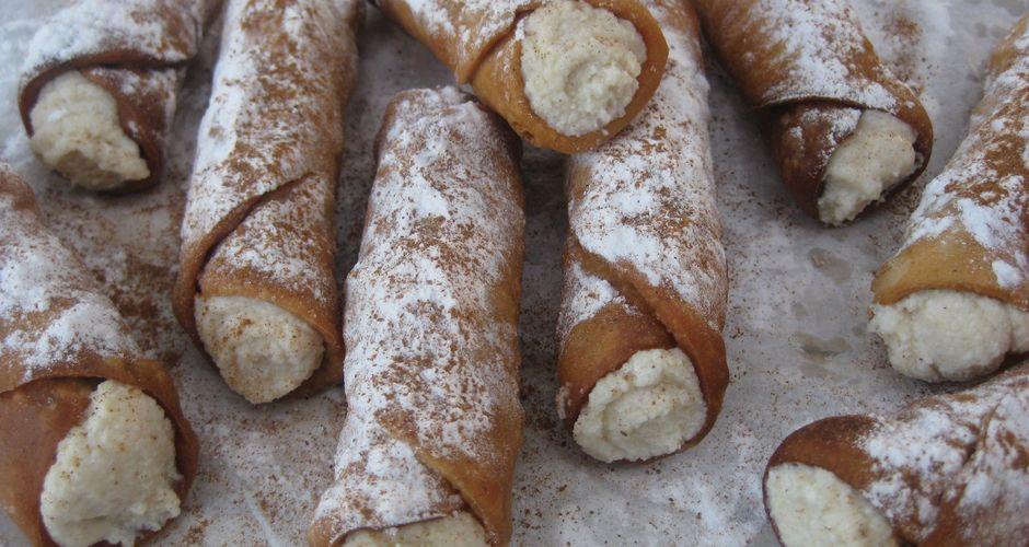 Cannoli (Κανόλι) με αναρή