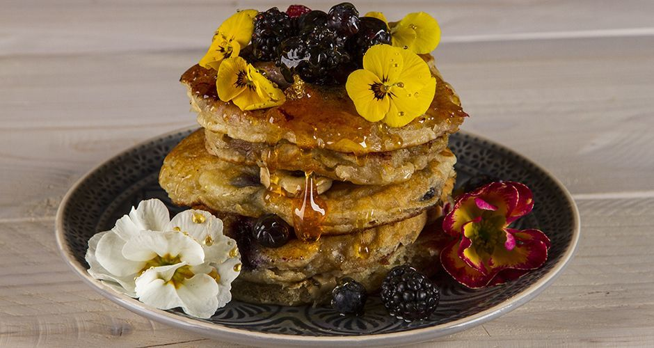 Yogurt pancakes with fruit