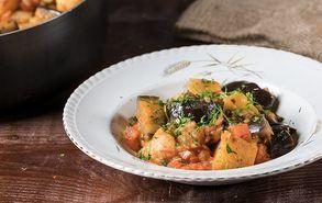 Recipe thumb akis petretzikis melitzanes giaxni me patates site