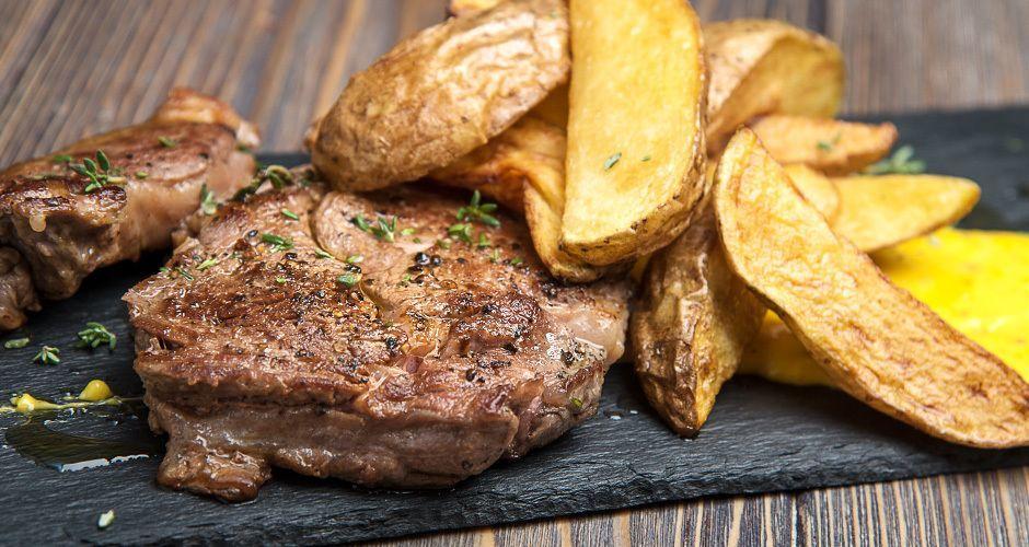 Beef steak with hollandaise sauce