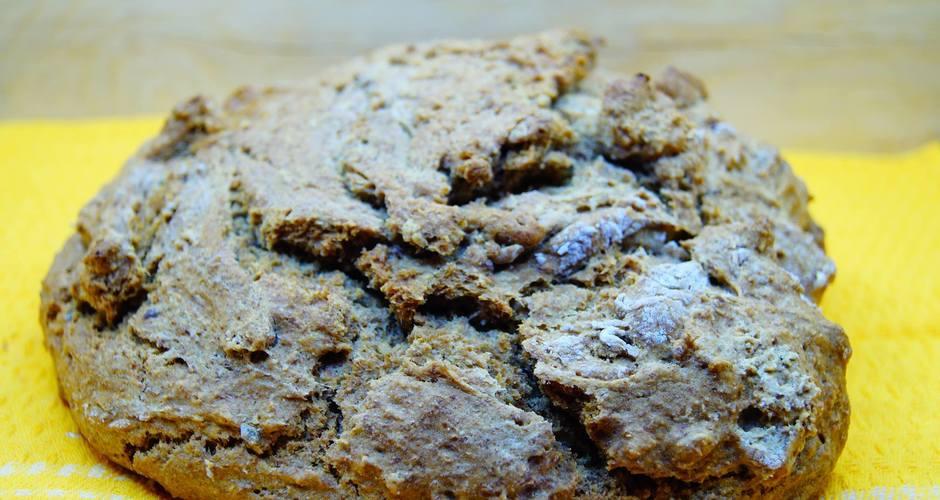Ψωμί ολικής με αλεύρι ζέας και λιναρόσπορο