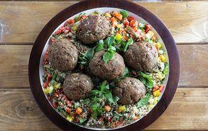 Recipe thumb mpiftekia me salata