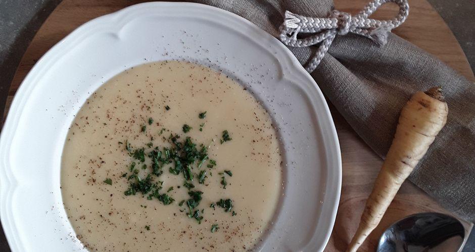 Σούπα με άσπρο καρότο και γάλα καρύδας