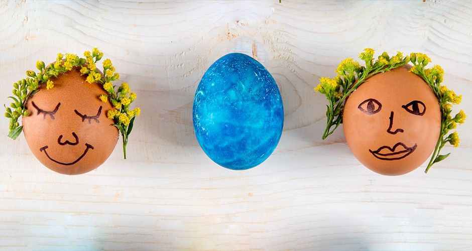 Πασχαλινά αβγά με δαντέλα και λουλούδια