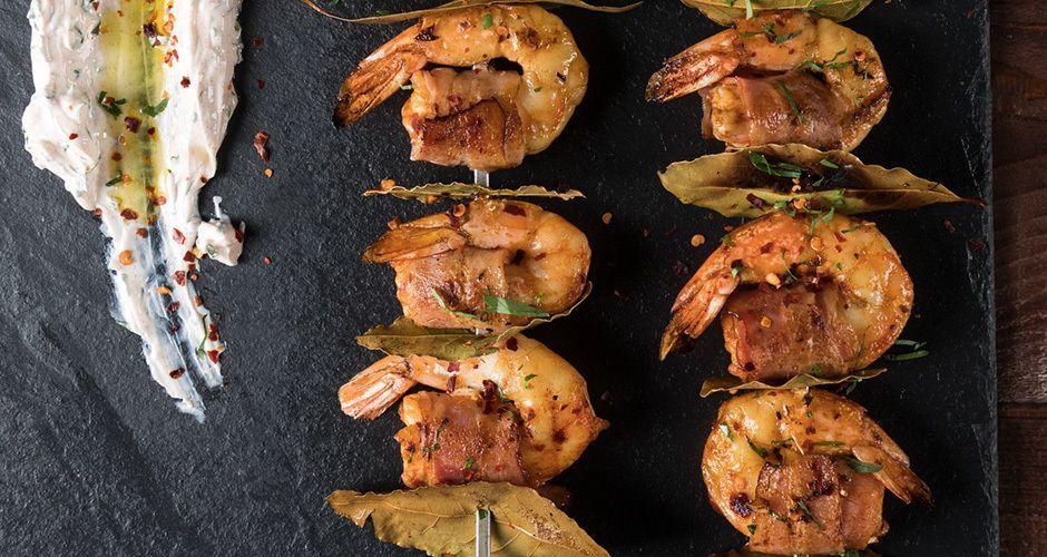 Σουβλάκια με γαρίδες και μπέικον