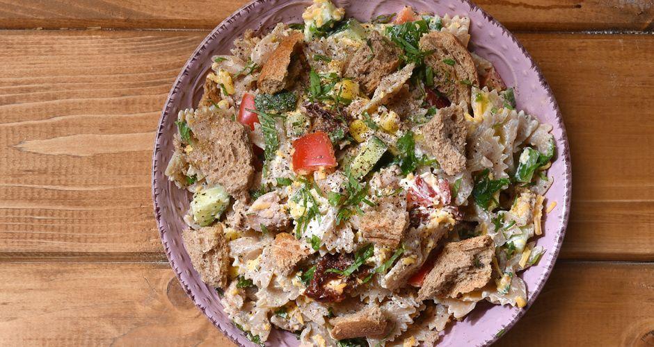 Tuna salad with whole wheat pasta