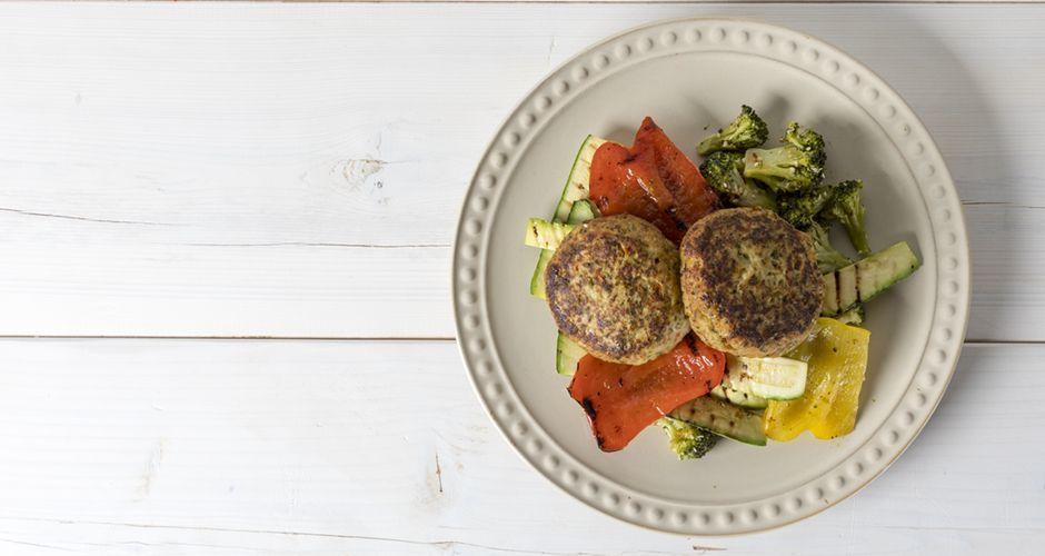 Μπιφτέκια γαλοπούλας με ψητά λαχανικά
