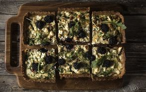 Recipe thumb tarta me katsikisio tiri k blackberries 14 11 17 site