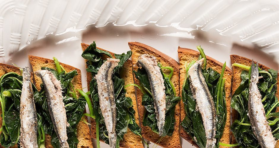 Greek garlic marinated anchovies – Gavros skordatos