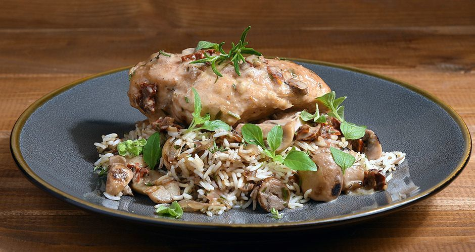 Chicken with sun-dried tomatoes and mushrooms