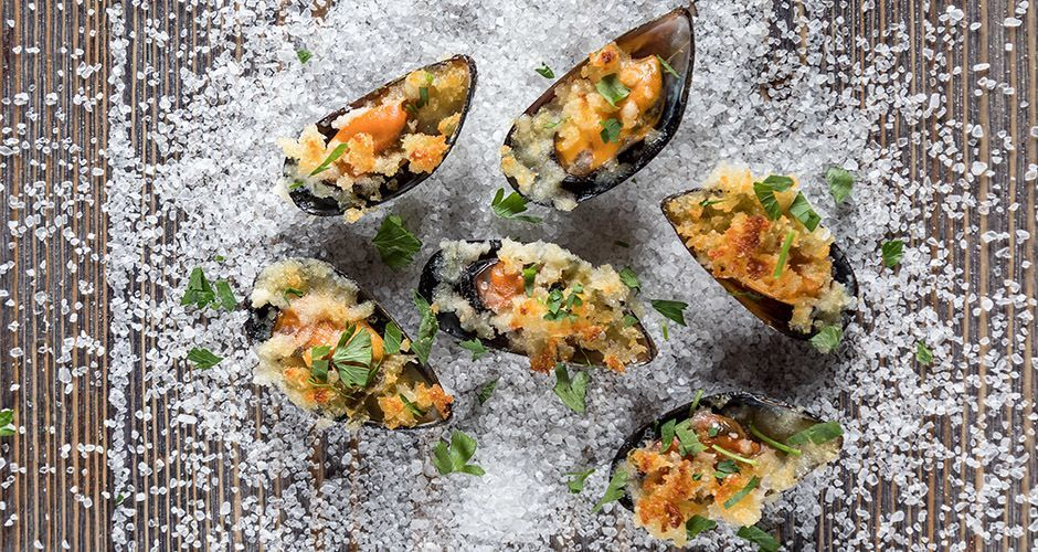 Baked stuffed mussels
