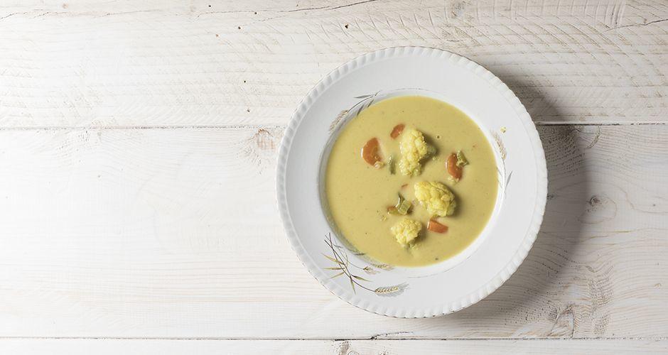 Αντιοξειδωτική σούπα με κουνουπίδι και κουρκουμά