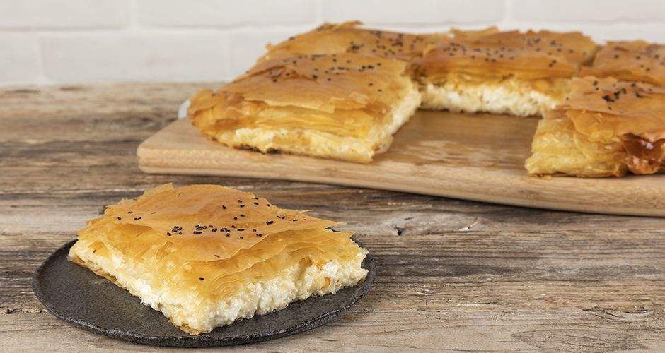 Bougatsa with phyllo and cheese