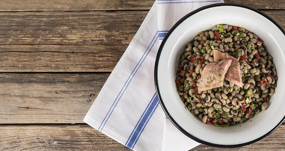 Black-eyed peas and smoked trout salad