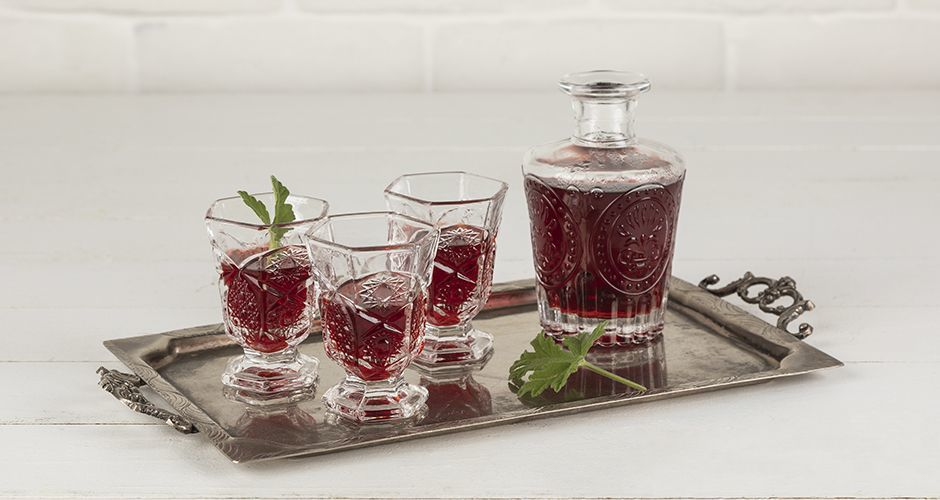Red wine rose liqueur