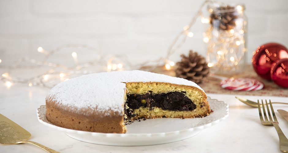 Chocolate filled New Year's cake