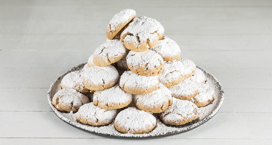 Greek chocolate filled almond cookies – Kourabiedes