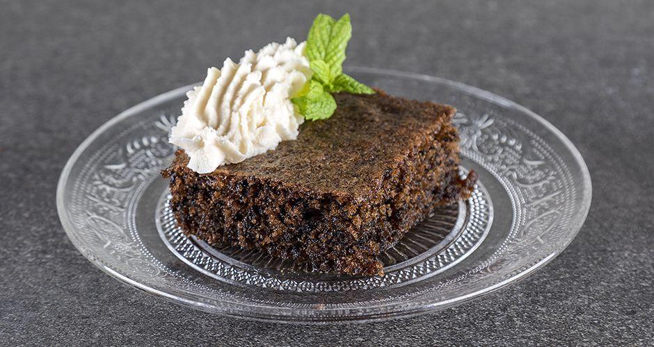 Sweet semolina cake with coffee