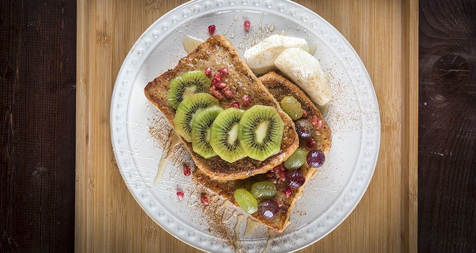 French toast with honey and fruits