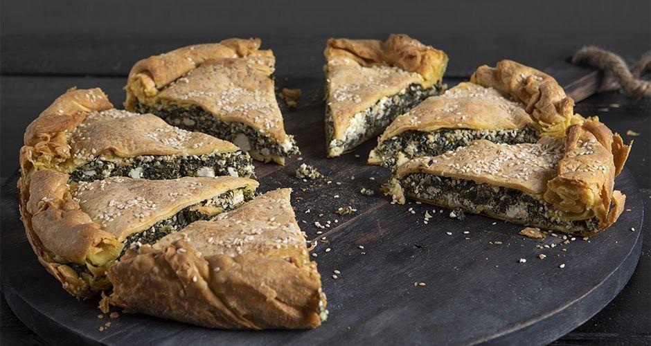 Greek spinach kourou dough pie - Spanakopita