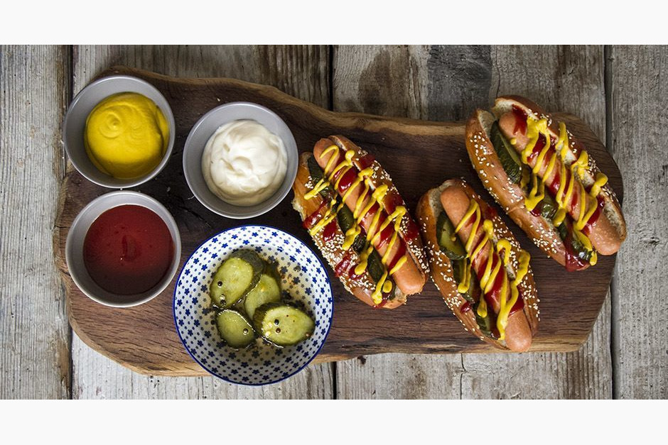 Calendar main akis petretzikis hot dog