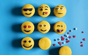 Recipe thumb emoji cupcakes 10 6 19 site