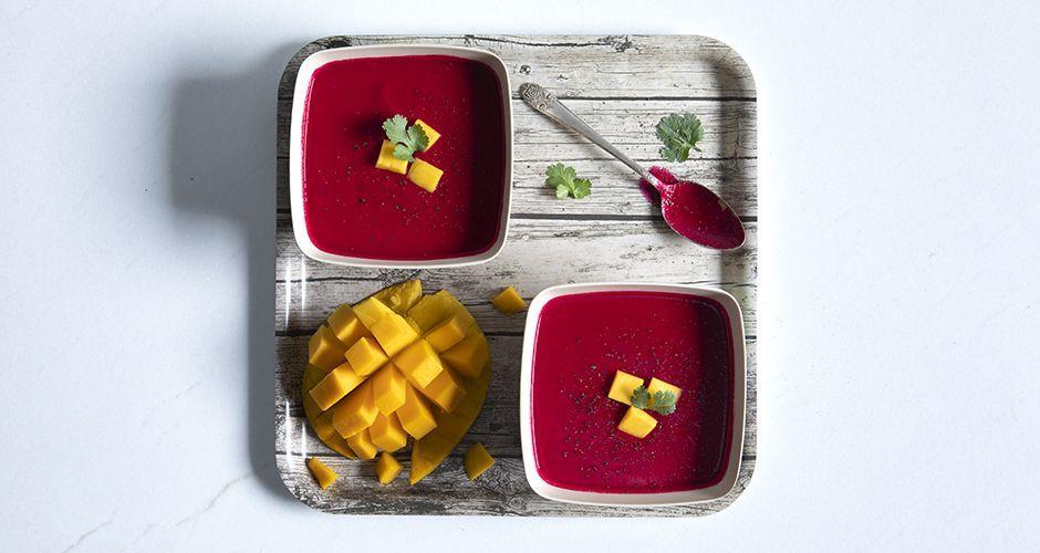 Σούπα με παντζάρι και μάνγκο