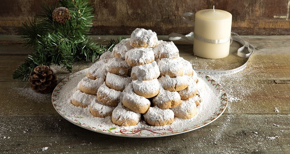 Greek almond snowballs - Kourabiedes