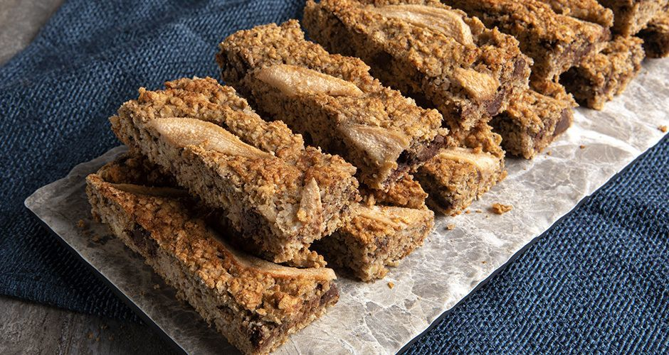 Almond oatmeal bars