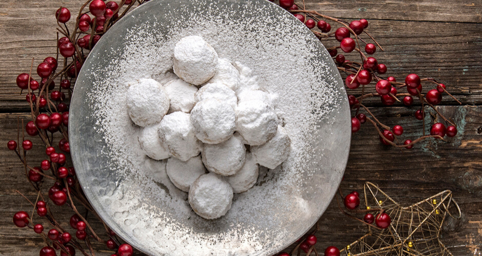Greek gluten free almond cookies - Kourabiedes