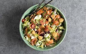Recipe thumb anameikti salata me solomo