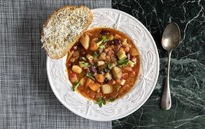 Recipe thumb soupa minestrone