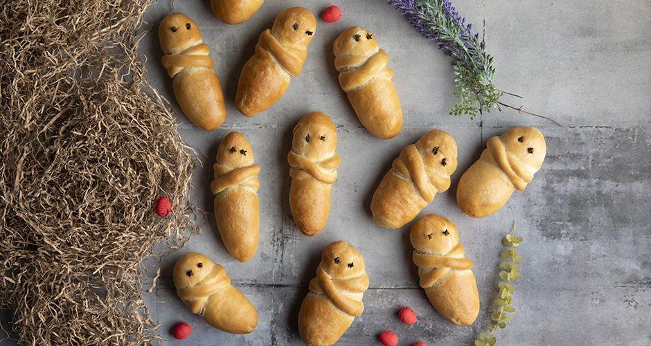 Little Lazarus buns