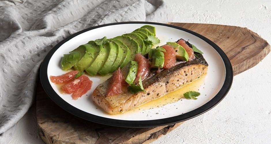 Salmon with avocado and grapefruit