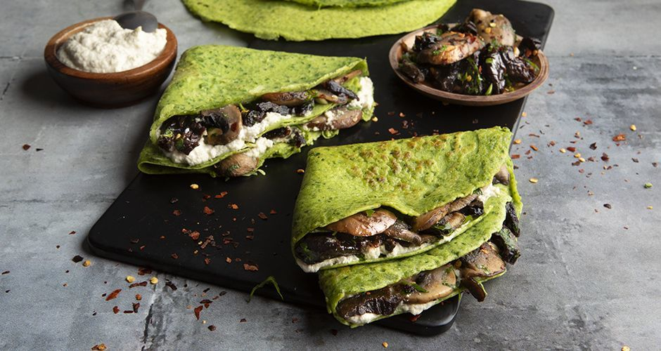 Spinach crepes with cashew cream