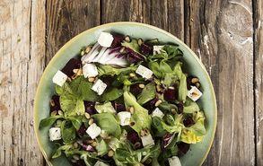 Recipe thumb salata me feta kai pantzaria site
