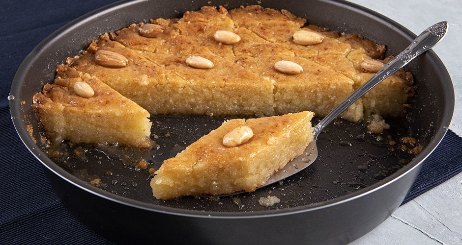 Greek semolina cake in syrup – Samali