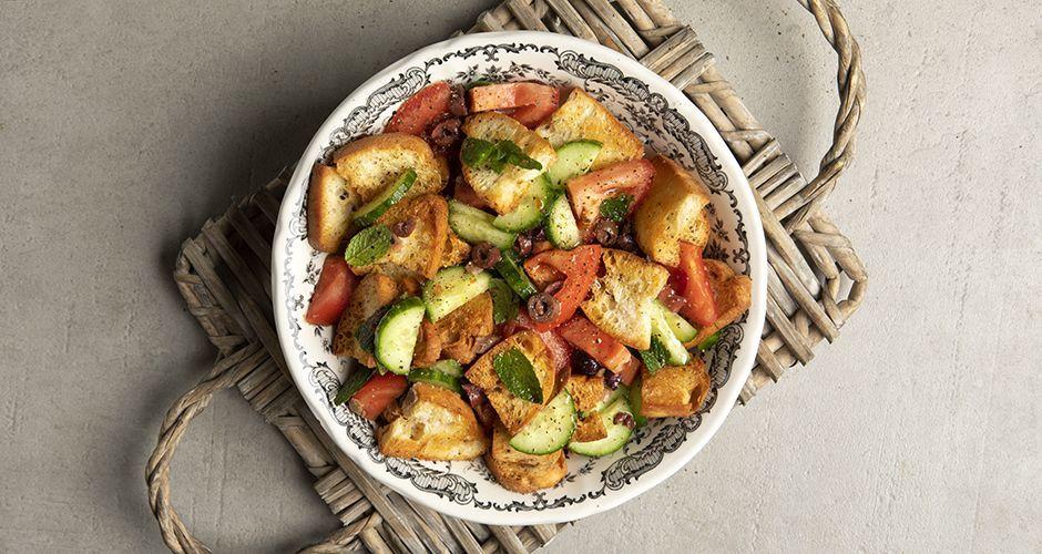 Σαλάτα με ντομάτες και ψωμί (Panzanella)