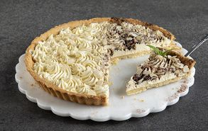 Recipe thumb tarta amigdalou me krema leukis sokolatas