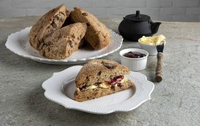 Recipe thumb scones me sokolata kai cranberries