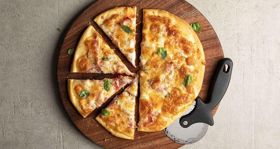 Πίτσα με ζαμπόν και τυρί