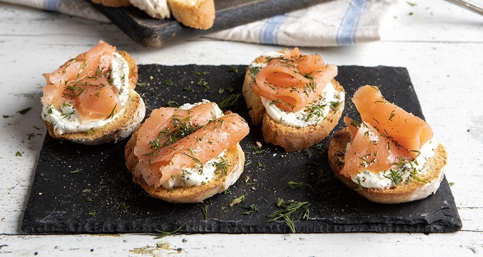 Crostini με τυρί κρέμα και σολομό