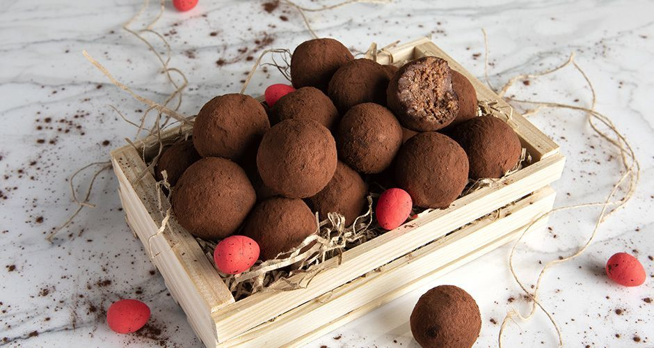 Chocolate truffles with Easter cookies
