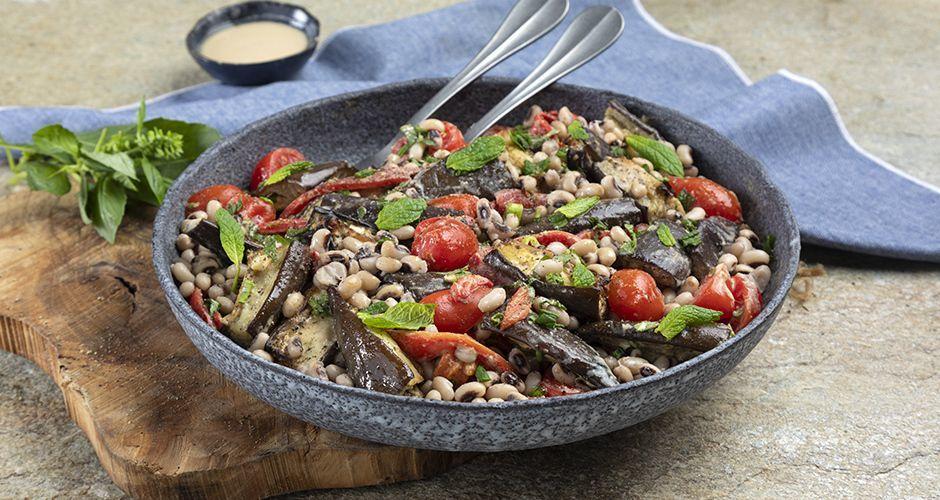 Recipe main salata me mauromatika fasolia kai melitzanes
