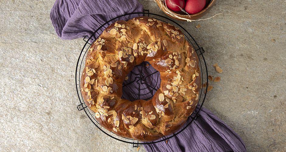 Greek round sweet bread – Tsoureki